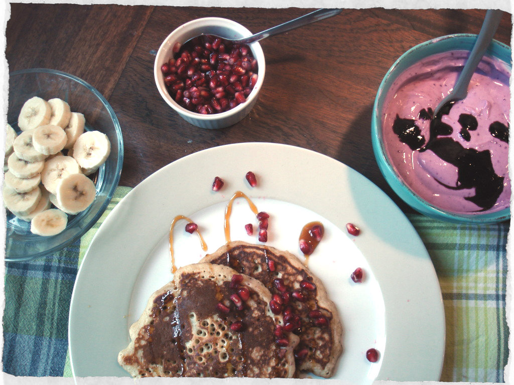 Banana pancakes with blueberry skyr