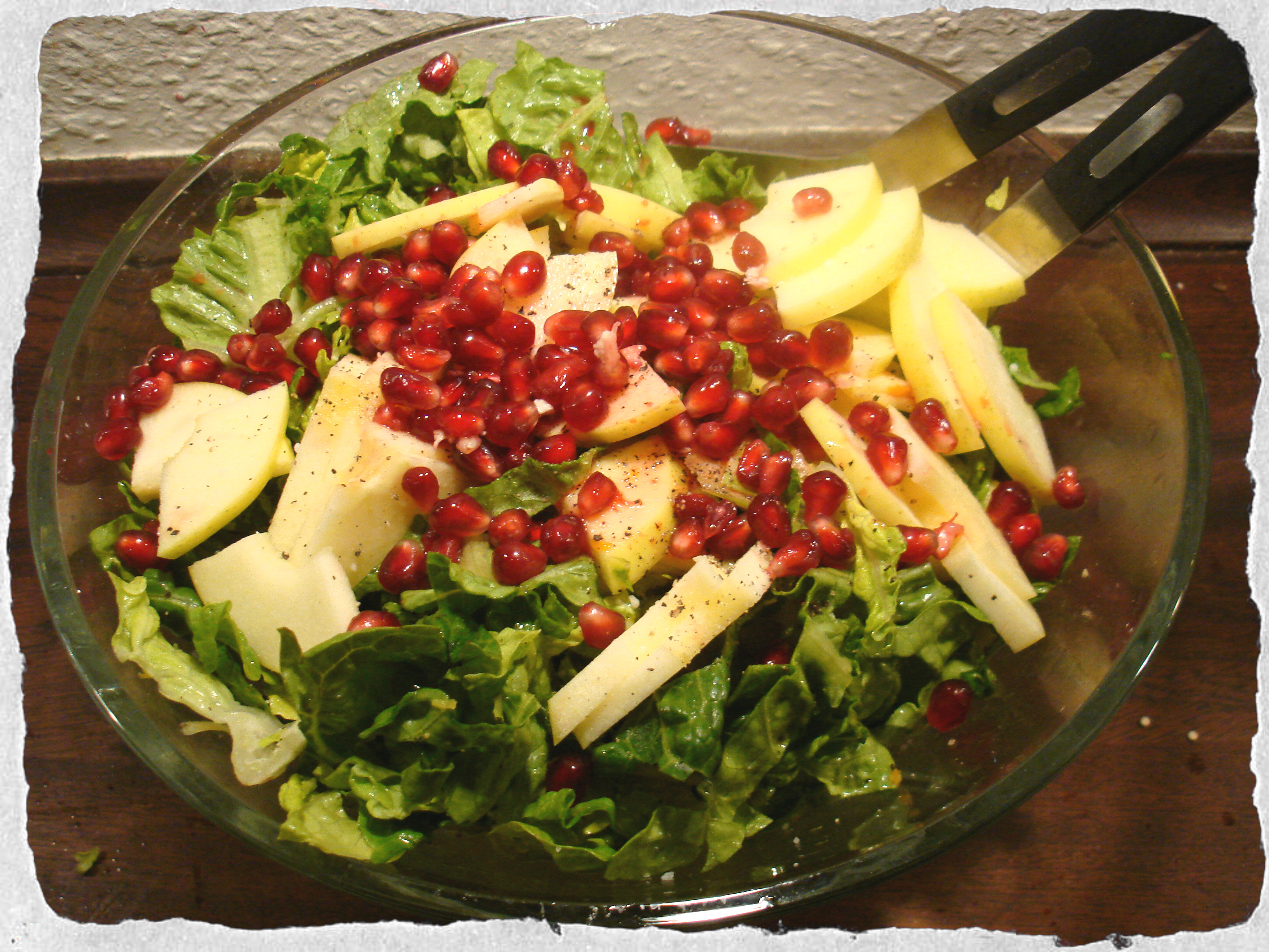 Freash salad with apple, pomegranate and citrus dressing